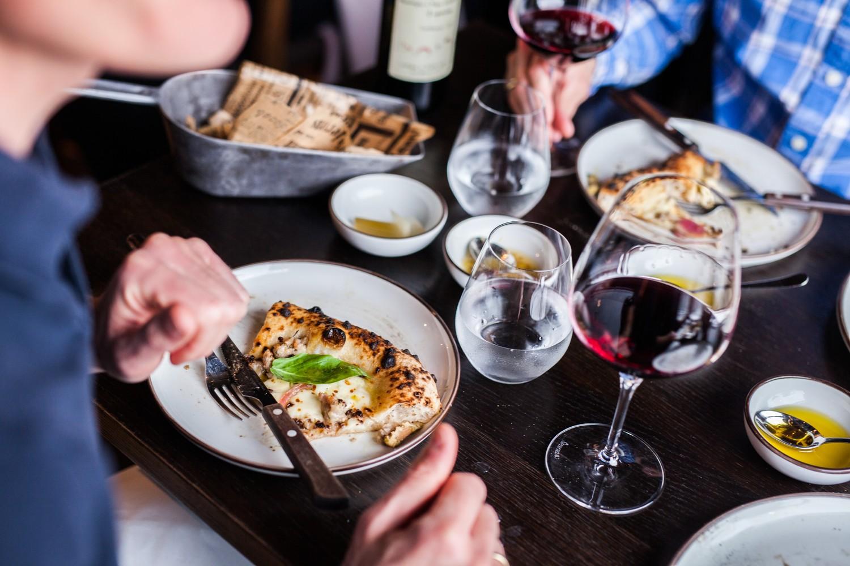 Buiten de deur eten is in Noorwegen significant duurder dan in Nederland - Fotocredit: Martin Håndlykken / Visitnorway.com