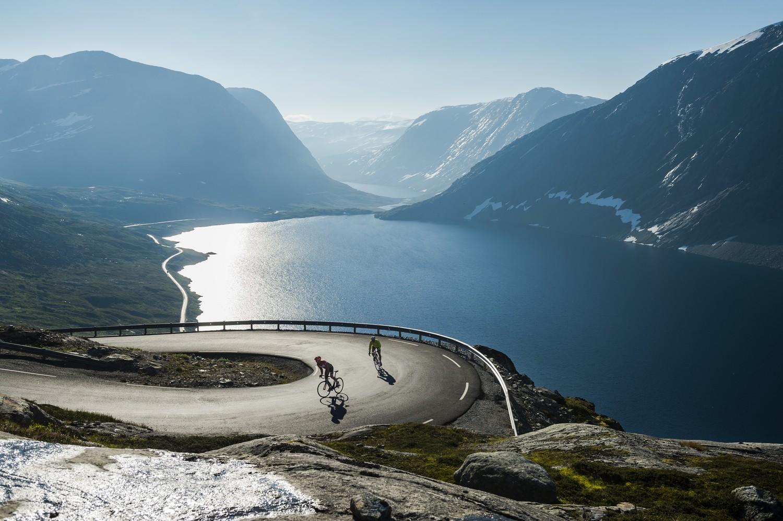 Fietsen boven het Geirangerfjord