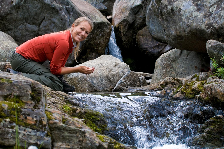 Water in de Noorse bergen is drinkbaar en je maakt het jezelf het meest gemakkelijk door bidon of drinkfles mee te nemen - Fotocredit: CH - Visitnorway.com.