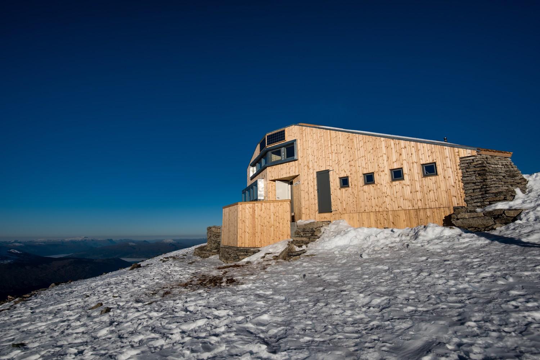 De nieuwe bergut: een groot contrast met het oude gebouw- Photocredit: Frikk H. Fossdal/Bergen og Hordaland Turlag