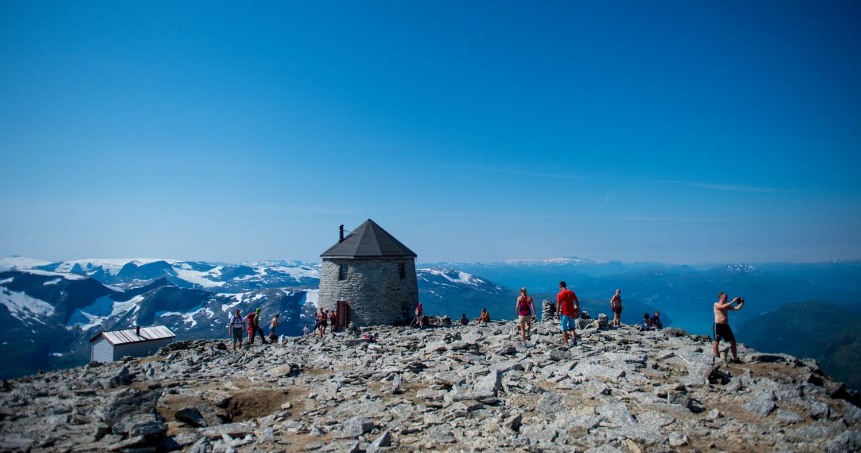 De oude berghut bovenop Skala: een zeer bijzondere plek om te slapen - Photocredit: Sverre Hjørnevik/visitnorway.com